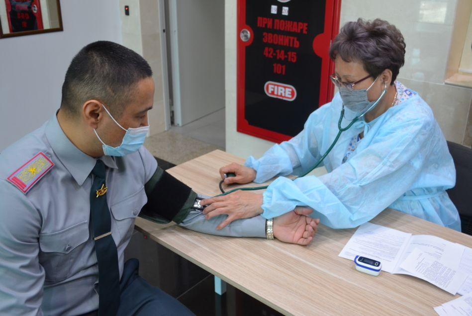 Ұлттық қорғаныс университетінің әскери қызметшілері COVID-19 екпесін алды