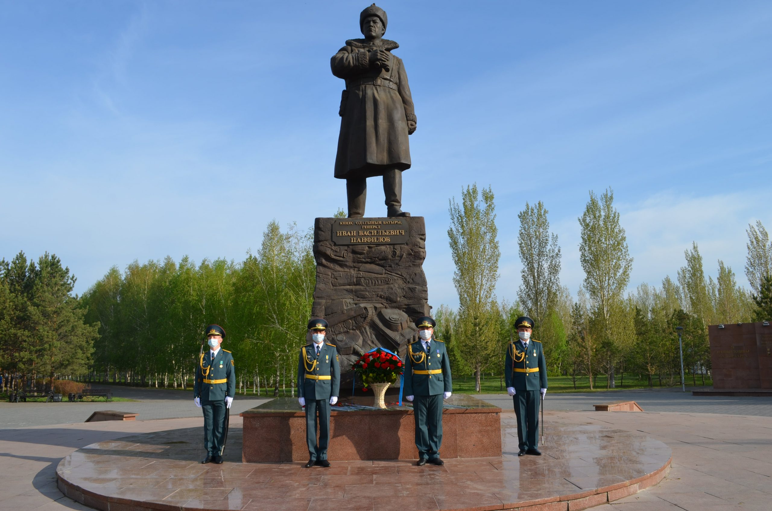 Tribute to the heroes: laying flowers at the monument to the hero of the Great Patriotic War