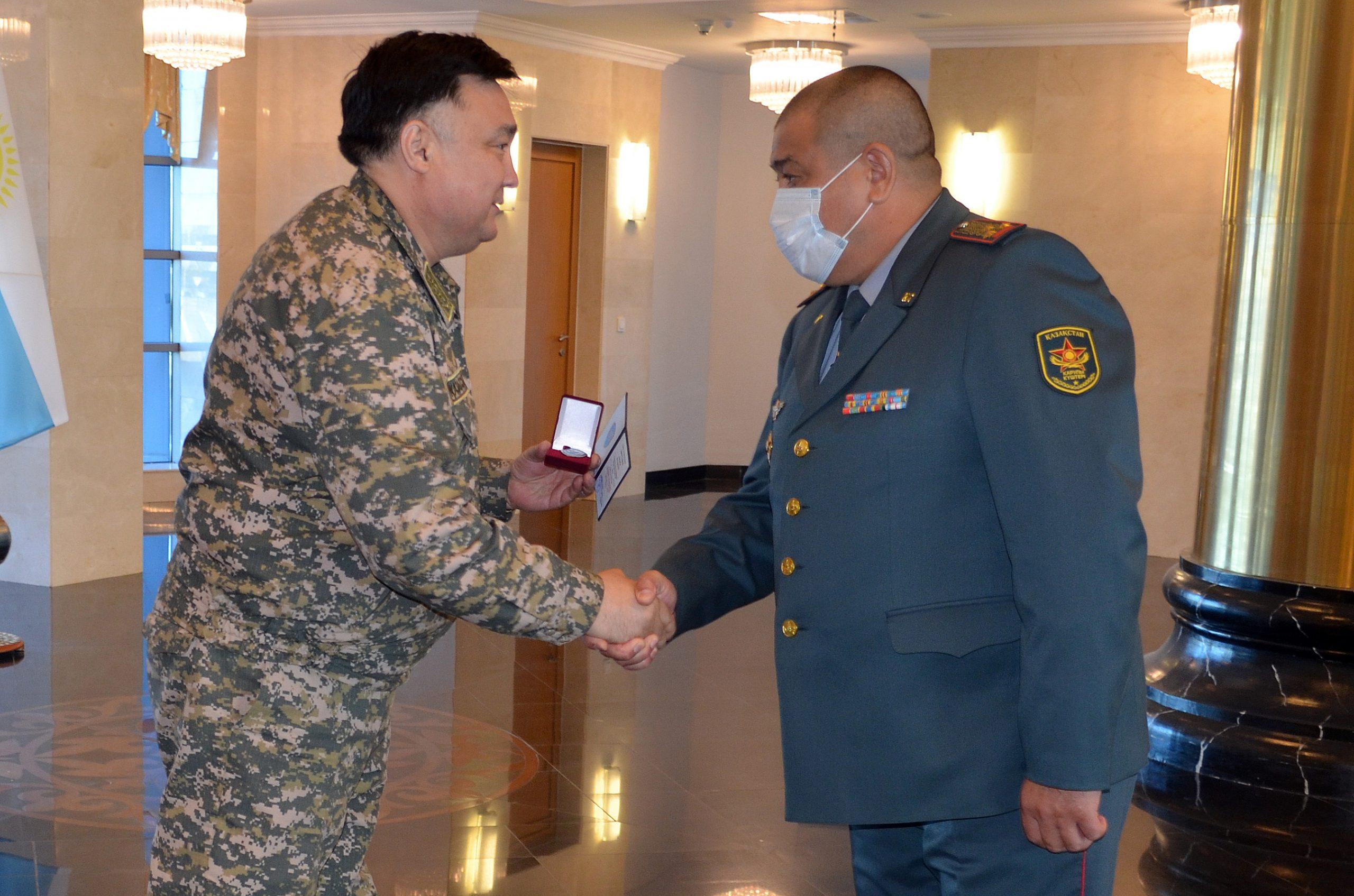 Награждение ведомственной медалью